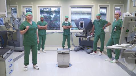 Thumbnail for entry Film 8: En hverdag på kirurgen i jubileumsåret