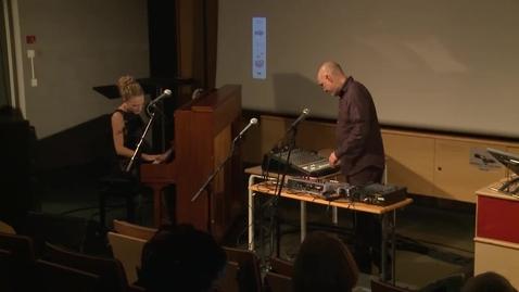 Thumbnail for entry Musikalsk innslag 1 - Hilde Nordbakken og Jan Bang