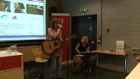 Thumbnail for entry Musikkinnslag ved Frida Ånnevik