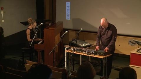 Thumbnail for entry Musikalsk innslag 2 - Hilde Nordbakken og Jan Bang