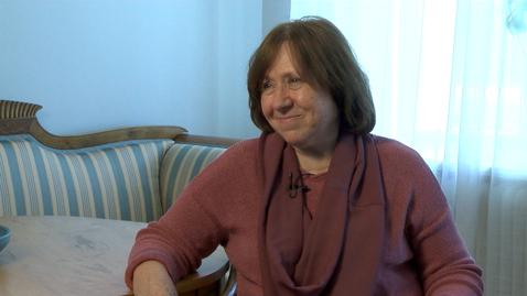 Tumnagel för Nobelpristagaren Svetlana Aleksijevitj på besök i Göteborg