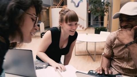 Tumnagel för Följ med våra studenter på Göteborgs universitet