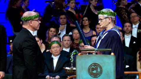 Miniatyr för inlägg Grävande journalist och växtplanktonforskare två av universitetets nya doktorer
