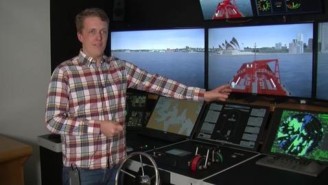 Miniatyr för mediepost Följ med Johan in i fartygssimulatorn